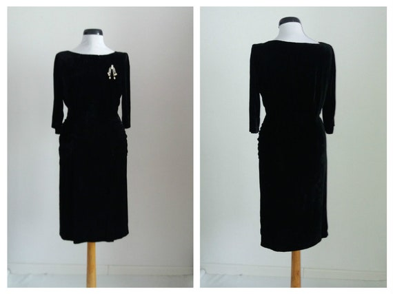 Vintage 1940s silk velvet dress   black silk velve