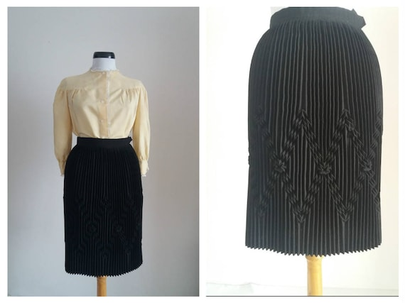 Vintage 1940s black skirt | 40s pleated skirt | 19