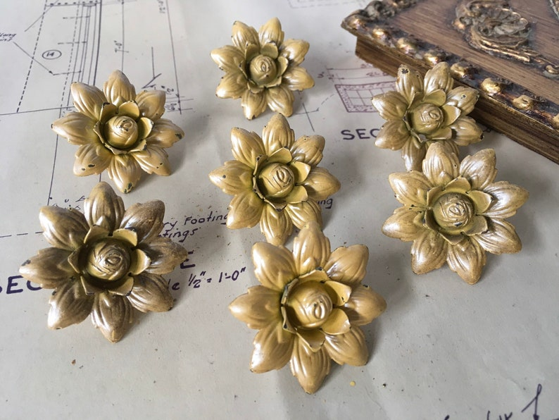 Jewlery Supplies Destash Altered Art Vintage Metal Curtain Pins Set of 7 Yellow Drapery Pins Antique Push Pins Flower Pins Farmhouse