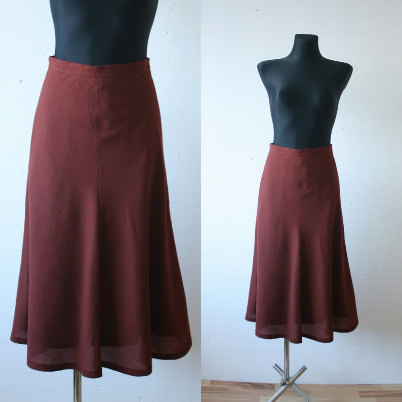 Woman/'s Flowing Skirt With Leaf Pattern Detail.