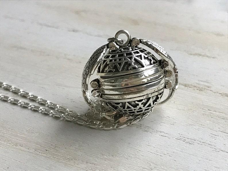 Memorial Locket Silver Ball Locket Sentimental Gifts Silver locket Necklace Angel Wing Locket 5 photo locket Mother/'s Day Family Tree