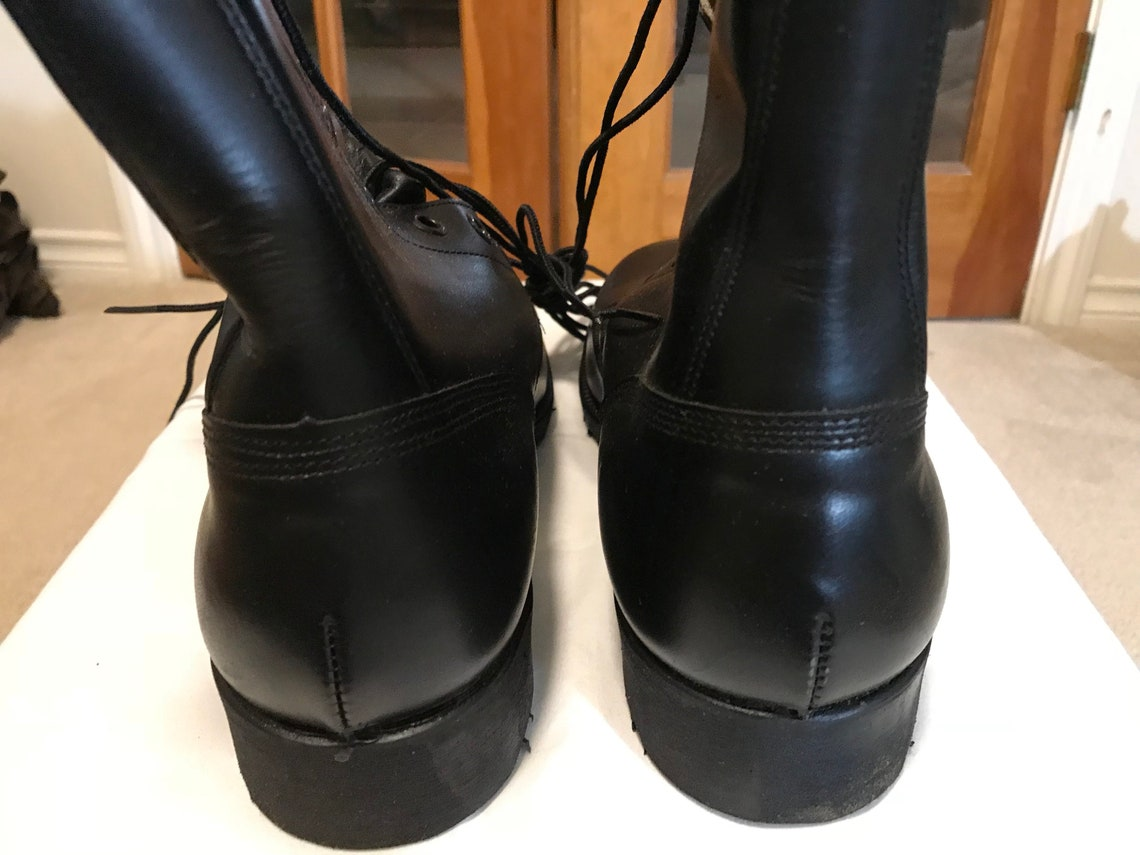 US military vietnam era all leather Combat boots dated year '84.New 9 Reg.