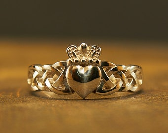 Claddagh Ring Sterling Silver, Promise Ring, Engagement Ring, Friendship Ring, Irish Ring, Ladies Claddagh Ring, Ring heart, love, loyalty