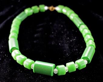 7cda7e7880e5 Vintage Green Bakelite Necklace