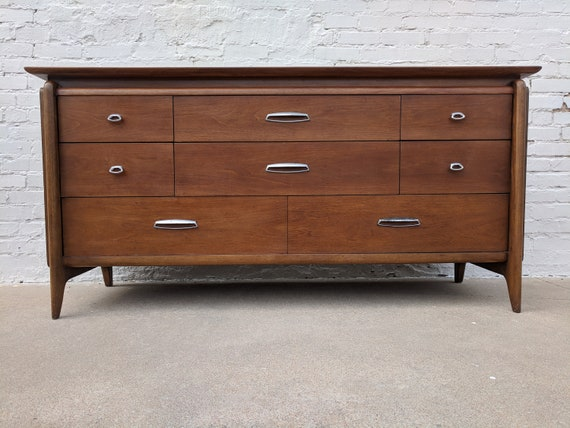 Mid Century Modern Drexel Projection 8 Drawer Dresser