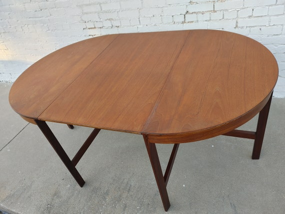 Mid Century Modern. Teak Drop Leaf Table