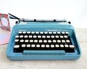 Retro Typewriter, Teal Ma...