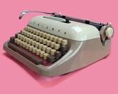 Vintage Typewriter, Trium...