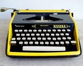 Yellow Typewriter, Retro ...
