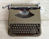 Working Typewriter, Antar...