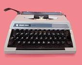 1970s Typewriter, Retro t...