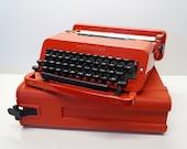 Red Typewriter, Working T...