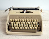 Triumph Typewriter, Worki...