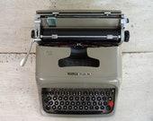Vintage Typewriter - Oliv...