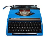 Retro Typewriter with Cas...