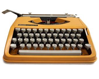Typewriter Retro Yellow, Vintage Typewriter, Olivetti Lettera 82 Typewriter, Slim Typewriter, Portable Manual typewriter, Working Condition
