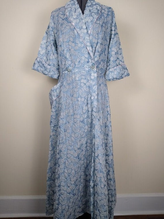 Vintage 1940-50s Dressing Gown by CAMPUS GIRL