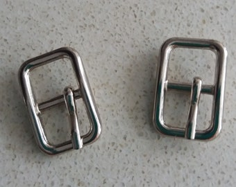 Small silver metal buckle, 2 unit lot, for belts.