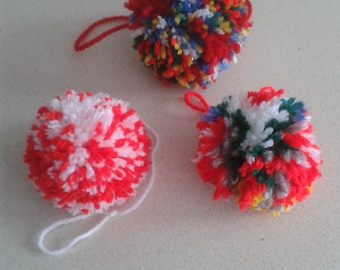 Pompom of wool to decorate (lot of 3 units). Handmade.