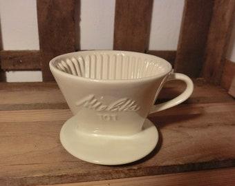 VINTAGE Melitta 101 Kaffeefilter In Weiß Relief Filter Porzellan  Kafeezubereiter Kaffeemaschine Küchenmaschine Übertopf Dekoration Geschenk