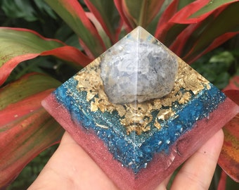 Hinihini Mai Ke Kai Mai Ocean Breeze Giza Proportions Orgone Pyramid with Celestine Geode and Abalone Shell (medium)