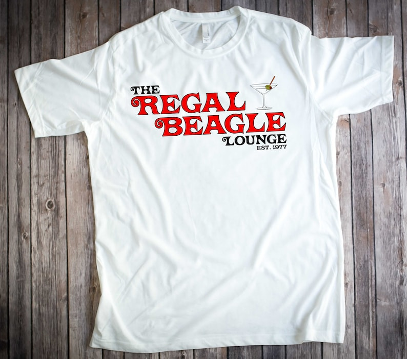 THE REGAL BEAGLE T-shirt Three s Company John Ritter  145b2bf27