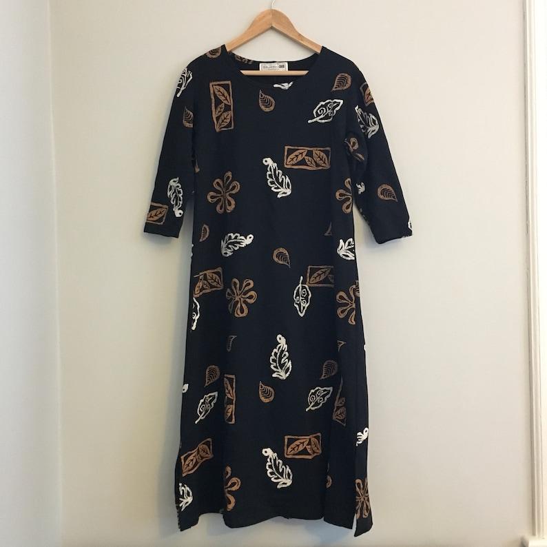 FREE US SHIPPING Vintage 90s Long Black Lightweight Sweatshirt Dress w Cream and Brown Leaf Print 40 chest