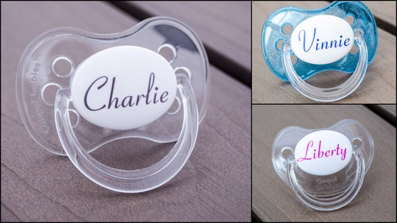 ALL TEATS,SIZES /& COLOURS CONNETICUT FONT PERSONALISED DUMMY PACIFIER SOOTHER
