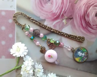 Bookmarks greedy greedy cabochon and pink macaroon / gift idea