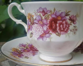 Vintage Floral Tea Cup - Queen Anne Bone China - Made in England