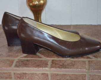 Free shipping!  Shoes leather 90's Brown 8 US