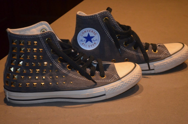 65e3ad6e2883 On sale 90 s converse Chuck Taylor All Star with rivets