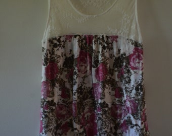 Free shipping!  Small lace top sleeveless 90's top