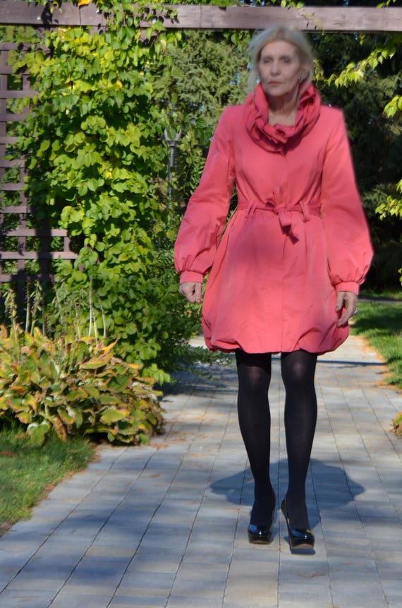 Sale!!!  Vintage coral coat big collar RARE!