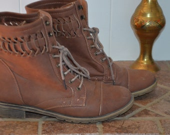 Sale!  Vintage light brown lace/eyelet 8US boots