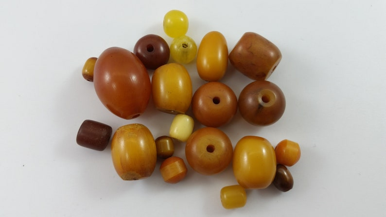 x20 ct Antique 1930/'s Mali Tribal West African Mock Amber Bead Mixed Bead Lot EA37