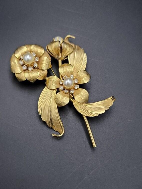 Vintage Faux Pearl Floral Brooch