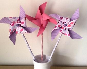 moulin à vent rose et violet nuage
