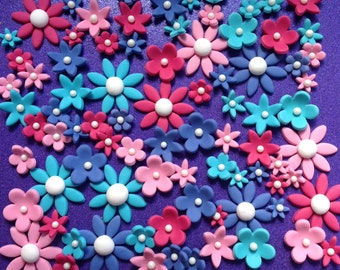 80 edible fondant flowers cupcake toppers. Daisy and blossom toppers.