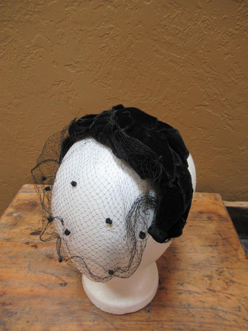 523f420f676d3 Black Velvet Fascinator with Netting Women s Vintage Mini