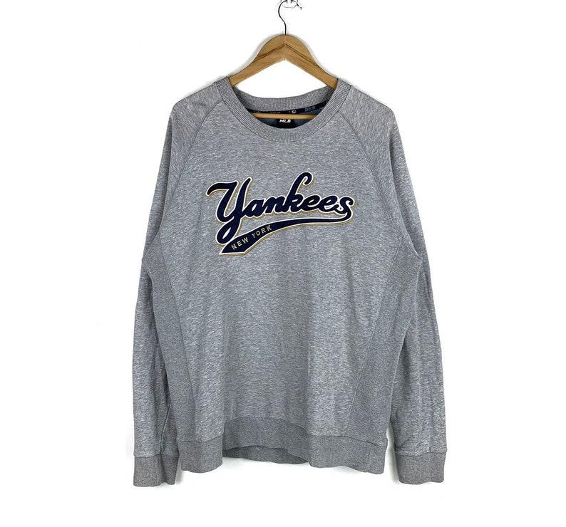 huge discount 427a8 16a7c New York Yankees Crewneck Sweatshirt Embroidered Big Logo