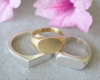 Gold signet ring, 14k solid gold signet ring, solid gold ring, wedding band, uniqe wedding ring, women signet ring, oval signet ring