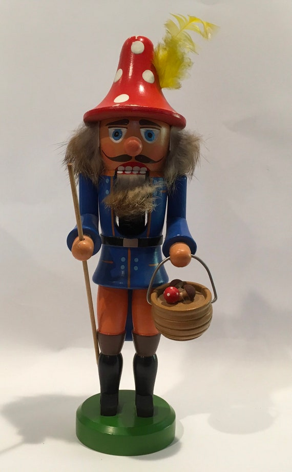 Vintage 1970's Erzgebirge Nutcracker Mushroom Picker made in West Germany - 11