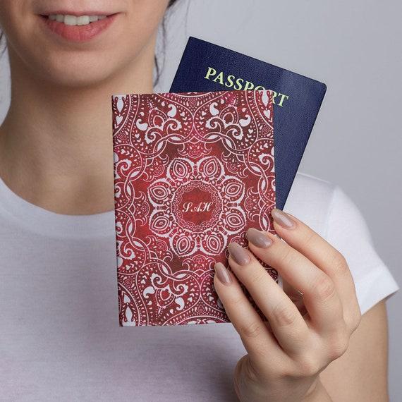 Cuir housse rouge Mandala passeport porte voyage passeport   Etsy 7d7c7bcff2c