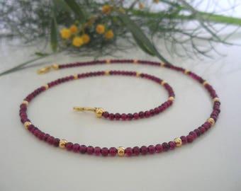 Gemstone necklace Garnet & gold