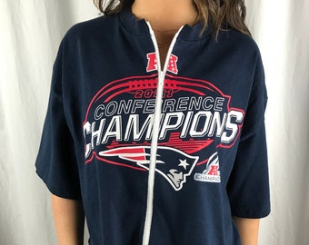 5e45bc28cda11 Vintage New England Patriots Cropped Zip-up Tee (L)