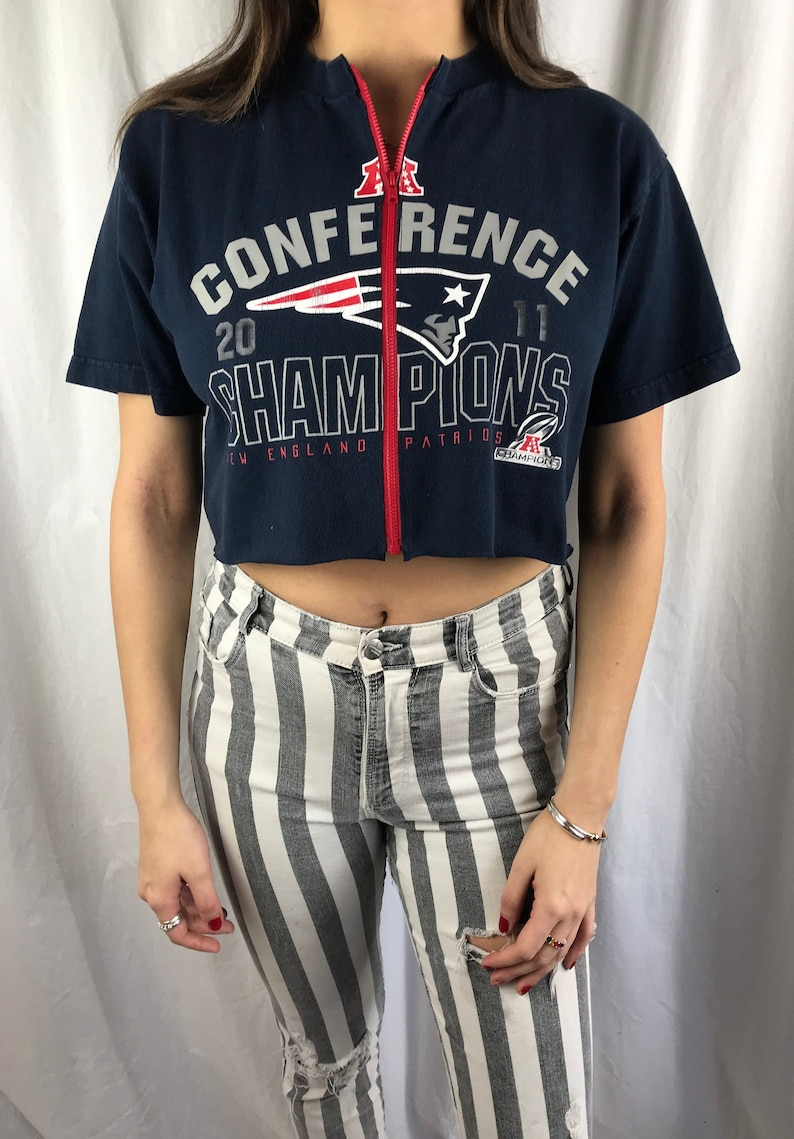 a5577fb752627 Vintage New England Patriots Cropped Zip-up Tee M