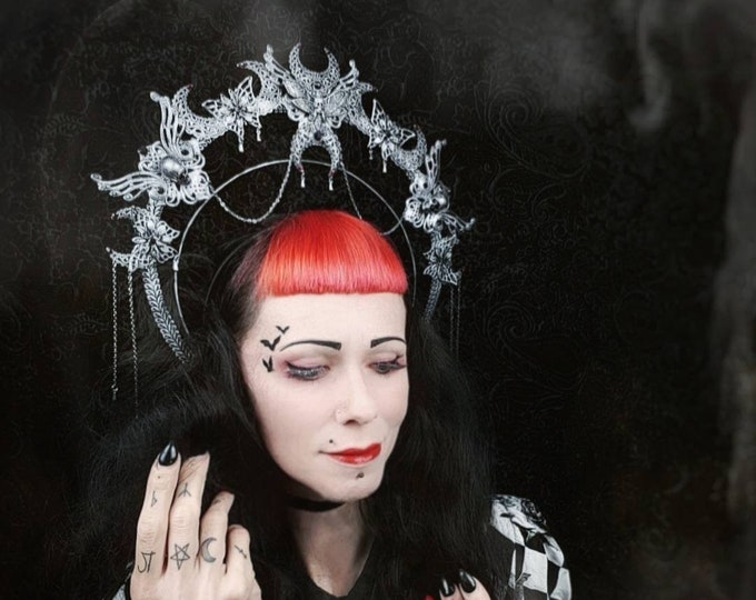 Death Moth Moon Crown, halo, halo, gothic crown, gothic headpiece, gothic headdress, holy crown, goth crown / Made to order