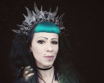 Raven Crown Headpiece with filigree elements and raven head, different colors, MADE TO ORDER