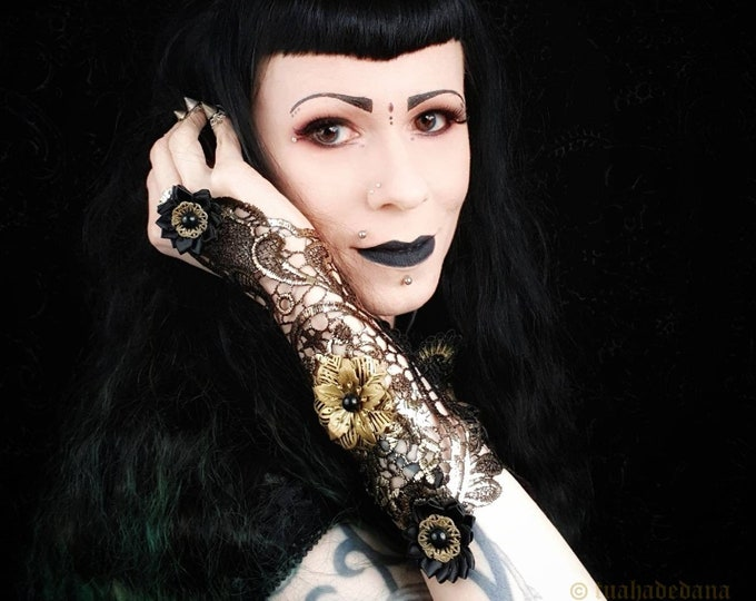 Pair of Metal flowers fingerless lace gloves in black gold with, gothic gloves, gothic headpiece, goth crown, medusa costume / Made to order